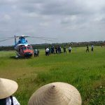 Máy bay trực thăng hạ cánh giữa đồng vì sự cố