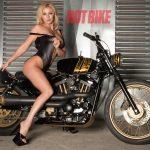 """Người đẹp khoe dáng """"nóng bỏng"""" cùng Harley-Davidson Sportster"""