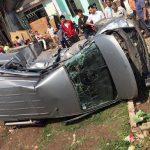 Tàu hoả đâm suýt gẫy xe Hyundai Starex tại Bắc Giang