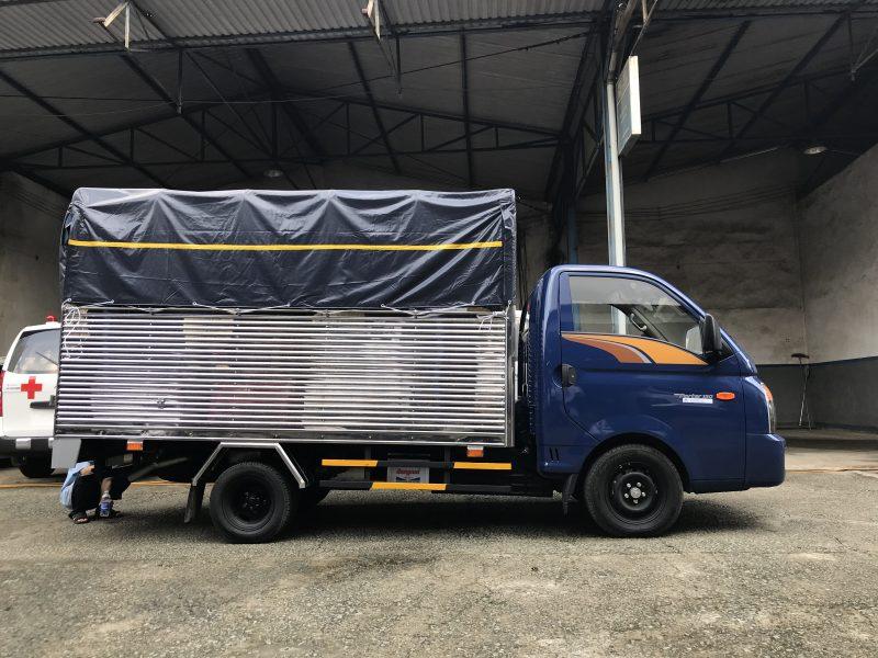Xe tải Hyundai 1,5 tấn thùng mui phủ bạt