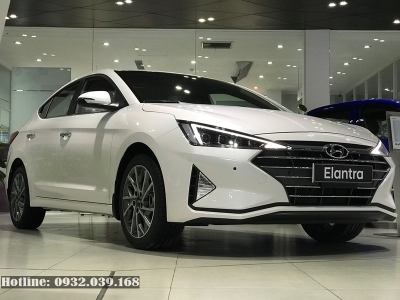 Hyundai Elantra Facelift 2019 màu trắng