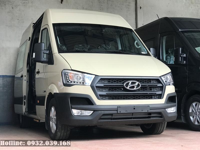 Ngoại thất Hyundai 16 chỗ Solata màu Ghi vàng