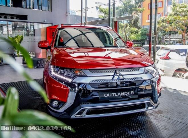 Xe Mitsubishi Outlander 2020